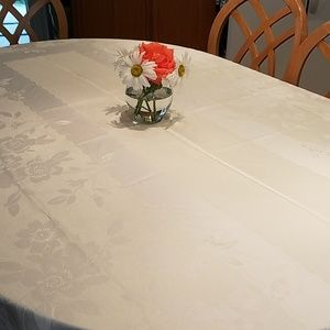 Other - White rectangular tablecloth
